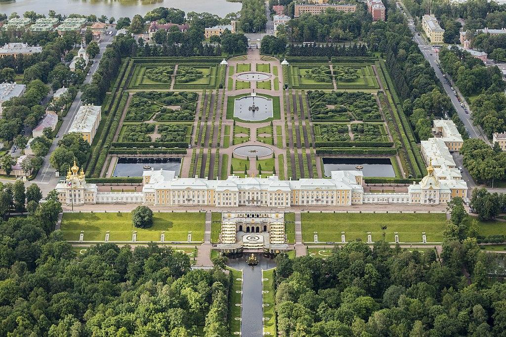 Аэрофотосъёмка Петергофского дворцово-паркового ансамбля в   Санкт-Петербурге. Фото: Andrew Shiva