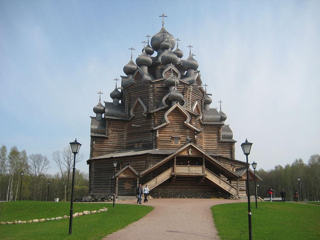 Усадьба Богословка. Покровская церковь (Невский лесопарк). Фото: Skydrinker