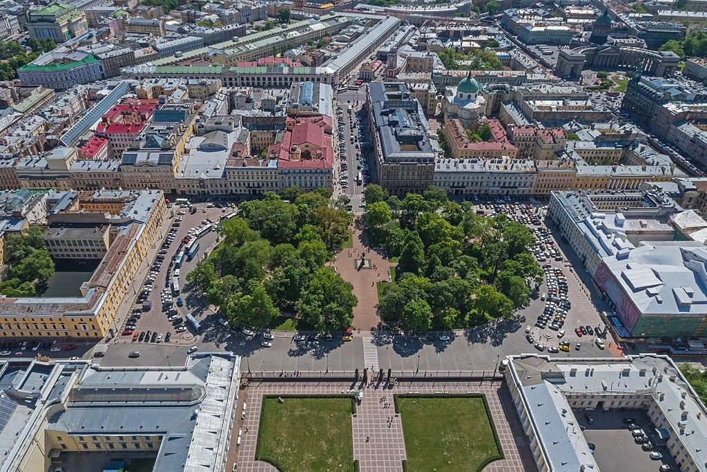 Площадь Искусств. Фото: A.Savin (Wikimedia Commons · WikiPhotoSpace)