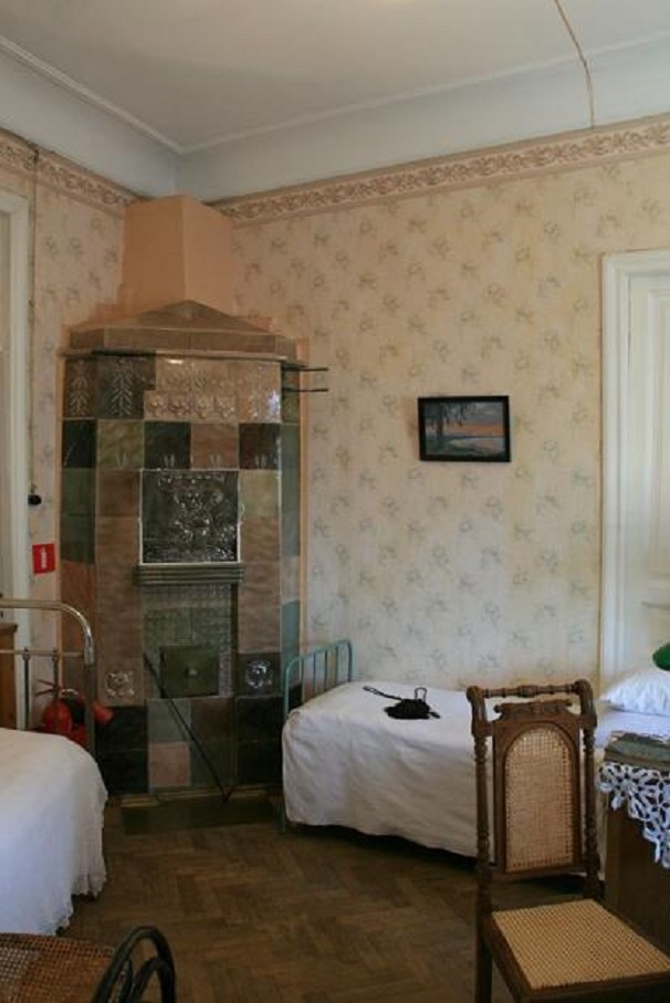 Старинная печь в музее-квартире Елизаровых (Дом Эрлиха)