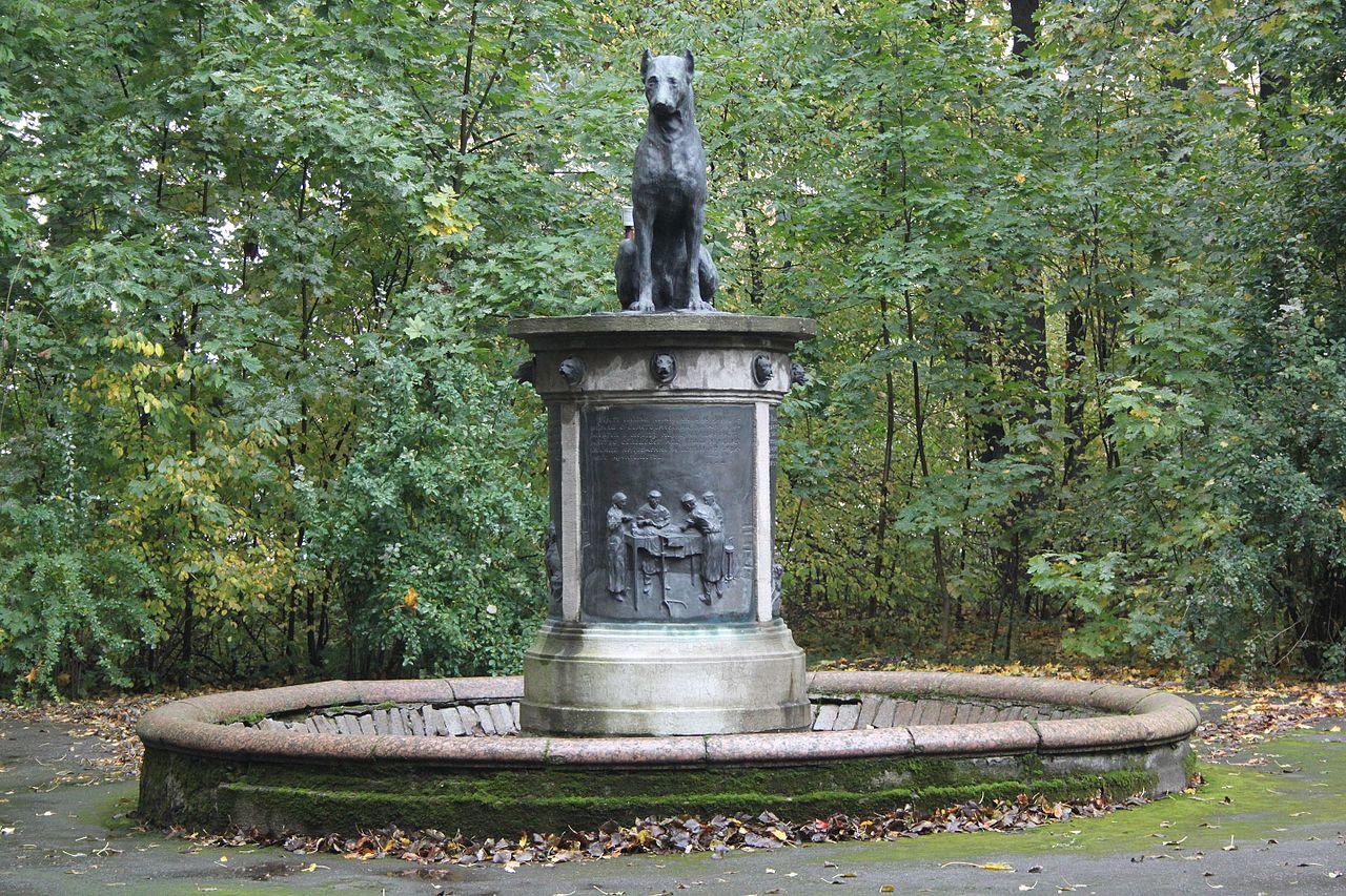 Памятник собаке: улица Академика Павлова, 9, 12, Петроградский район, Санкт-Петербург. Фото: Фото: FotoRand (Wikimedia Commons)