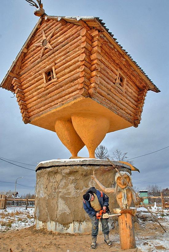 Избушка на курьих ножках. Фото: lady.ru