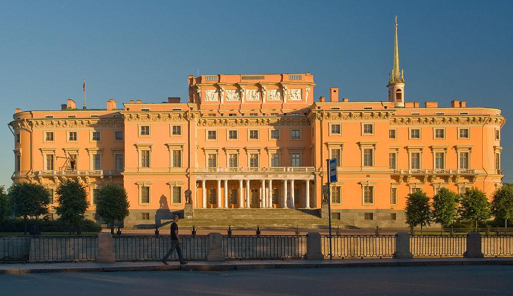 Михайловский замок. Вид с Летнего сада. Фото: George Shuklin (Wikimedia Commons)