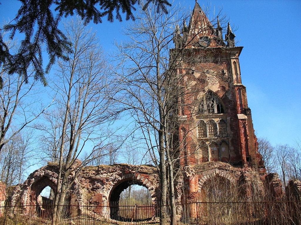 """Руины павильона """"Шапель"""", май 2013 г. Фото: Анисимов Сергей (Wikimedia Commons)"""