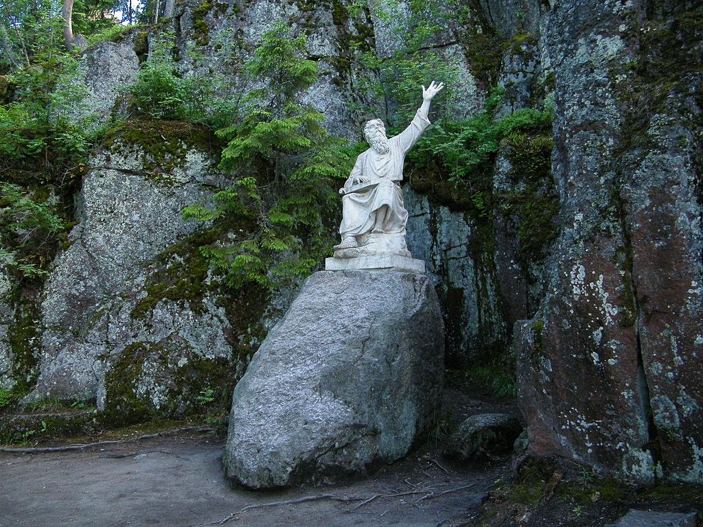 Статуя Вяйнямёйнена в парке Монрепо. Автор фото: Борис Мавлютов (Wikimedia Commons)