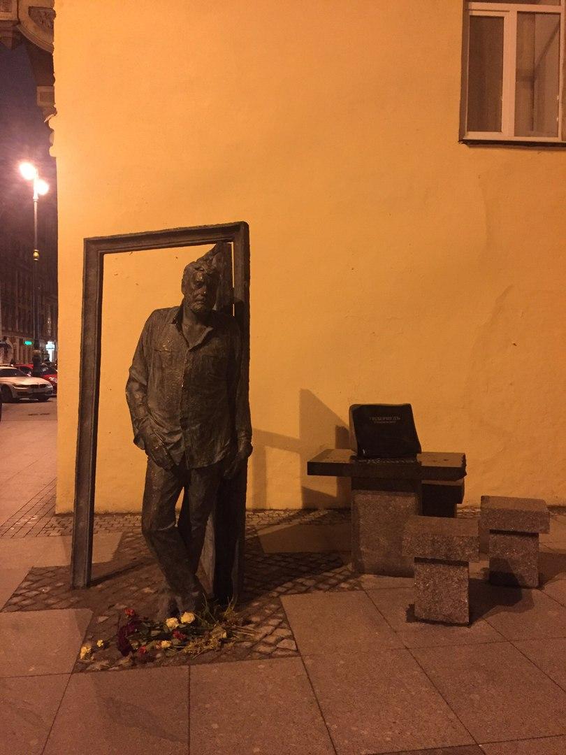 Памятник Довлатову..Фото: Ксения Бирюкова (ВК)