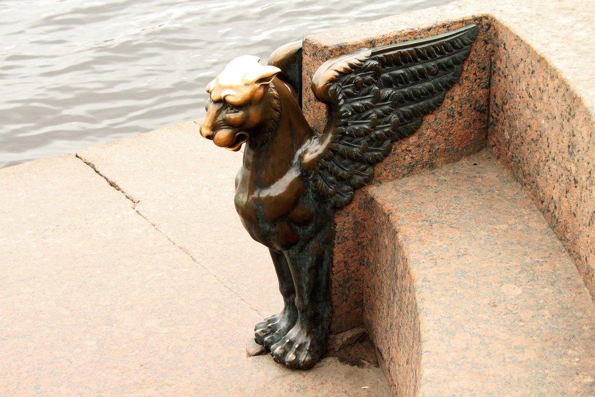 Грифон на набережной Невы. Фото: sav-al-v Савченко