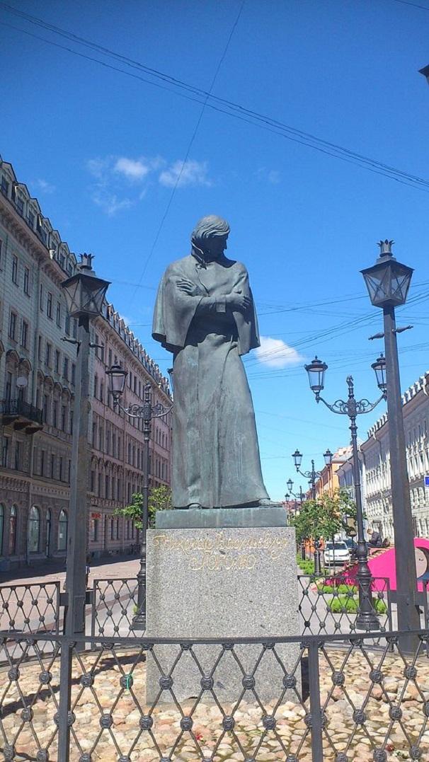 Памятник Гоголю в Санкт-Петербурге. Фото: Fastboy