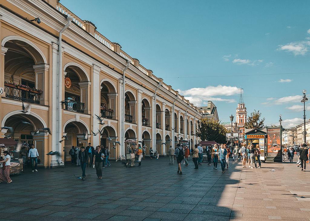 Большой Гостиный двор (Невский пр., 35). Фото: Skif-Kerch (Wikimedia Commons)