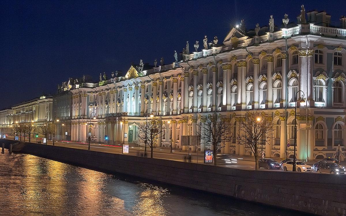 Эрмитаж с Дворцового моста. автор фото: Valerii Ivanov