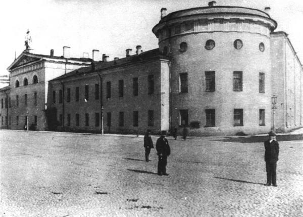 Литовский замок со стороны Офицерской улицы и Крюкова канала. Начало XX века