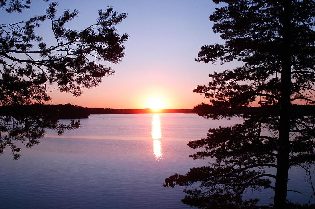 Зеркальное озеро. Автор фото: Макс Колчин (Wikimedia Commons)
