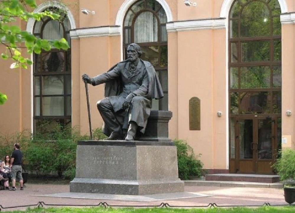 Памятник И. С. Тургеневу. Фото: miraru wikimapia.org