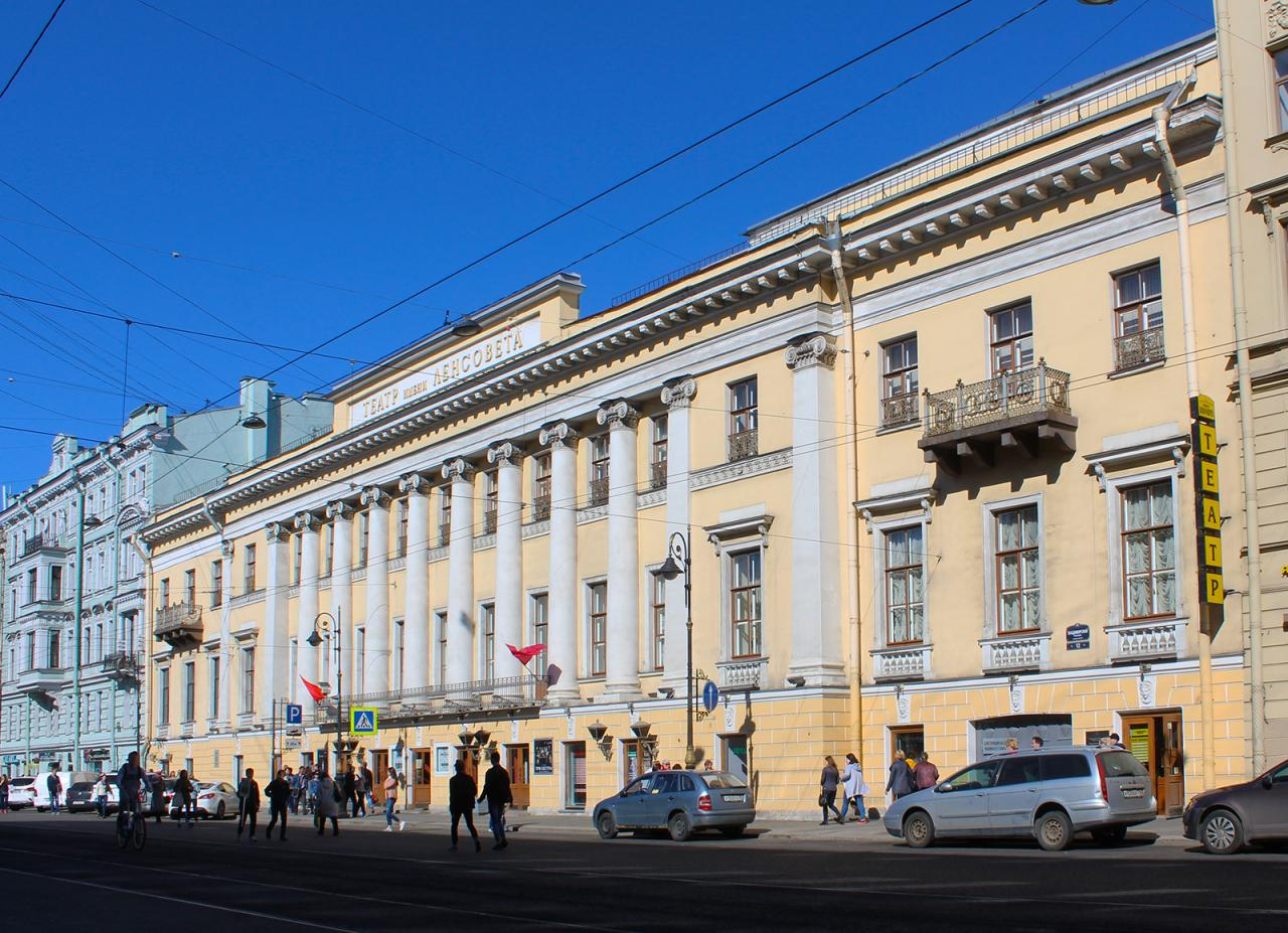Театр им. Ленсовета, июнь 2018 г. Фото: Наталия (citywalls.ru)