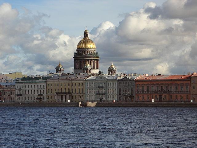 Исаакиевский собор, вид со стороны Невы.  https://commons.wikimedia.org