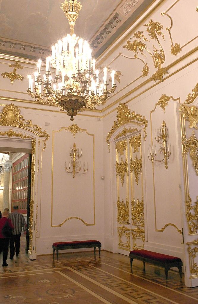 Предцерковный зал. Фото: Poudou99 (Wikimedia Commons)