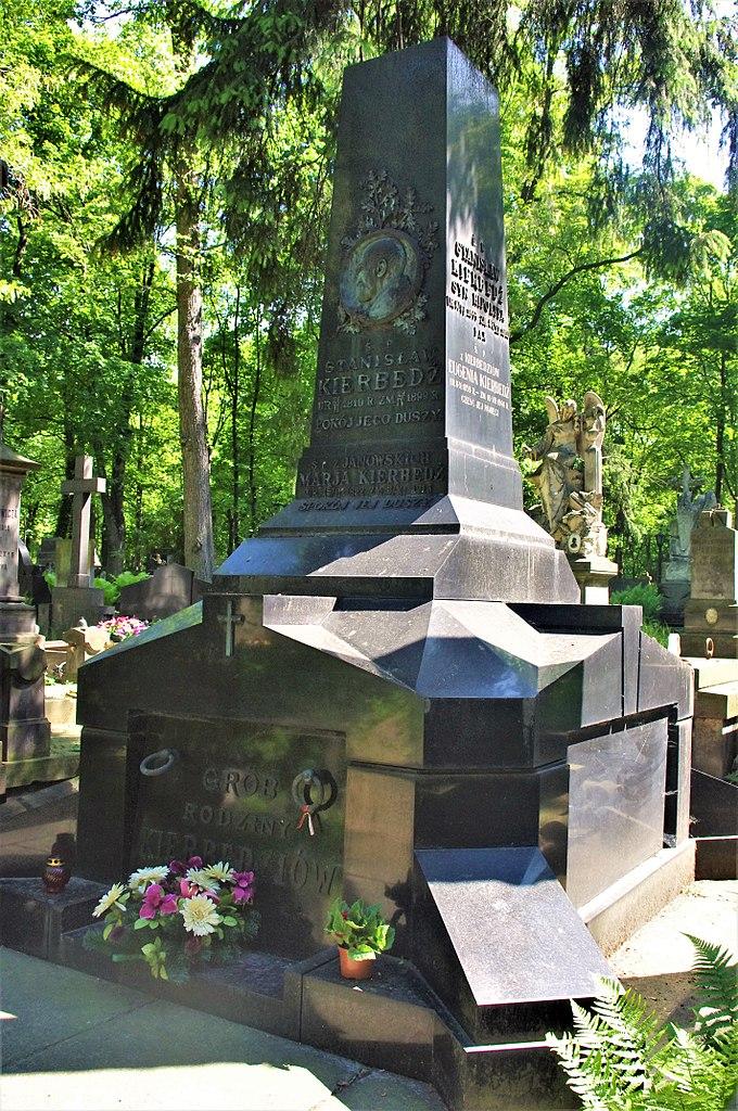Памятник на могиле Кербедз. Фото: Mateusz Opasiński