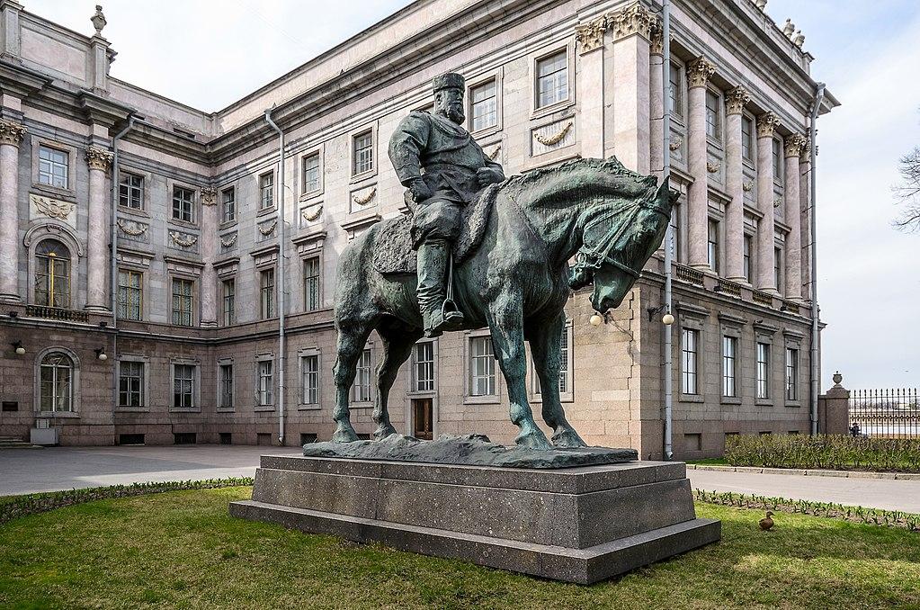 Памятник Императору Александру III во дворе Мраморного   дворца.Фото: Florstein (WikiPhotoSpace)