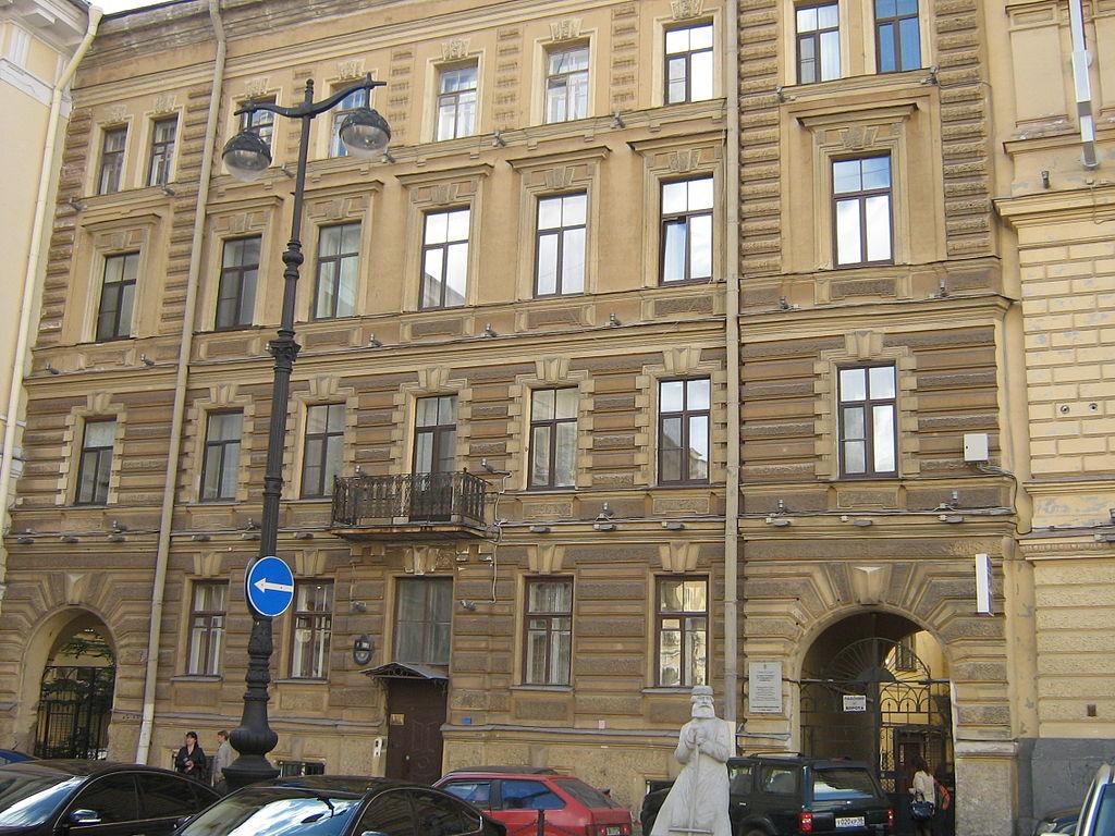 Площадь Островского, дом № 9. Фото: Peterburg23 (Wikimedia Commons)