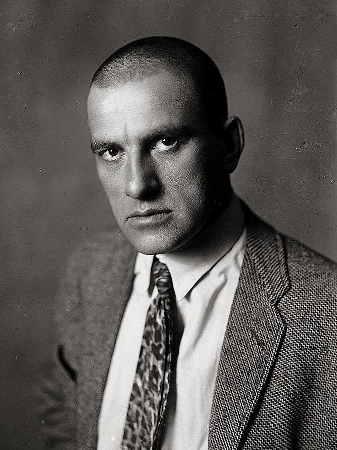 Владимир Владимирович Маяковский, 1920 г. Автор фото: неизвестен