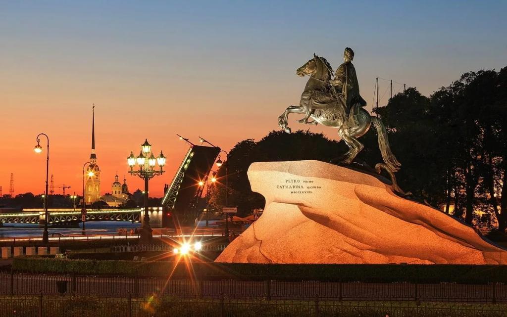 """Памятник Петру I """"Медный всадник"""" в Петербурге"""