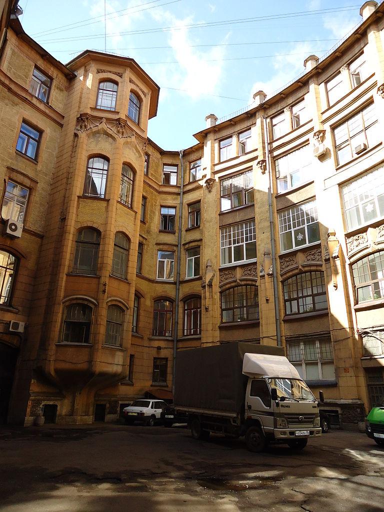 Вид со двора. Фото: Светлана Львовна Ширяева (Wikimedia Commons)