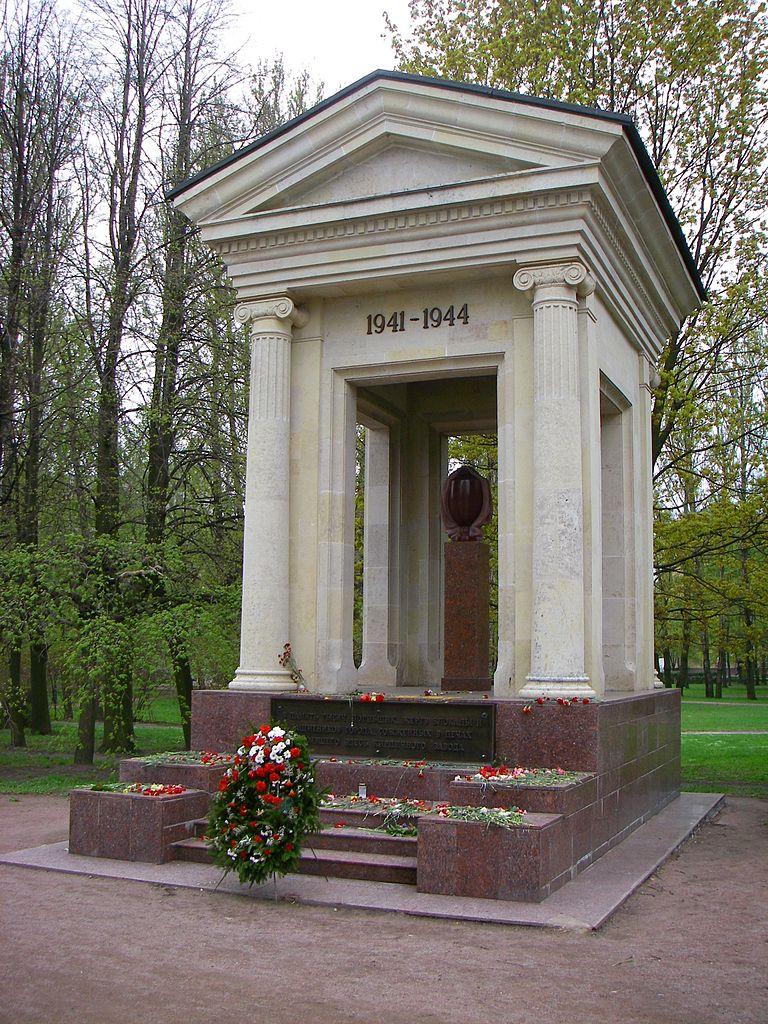 "Памятник ""Ротонда"". Фото: One half 3544 (Wikimedia Commons)"