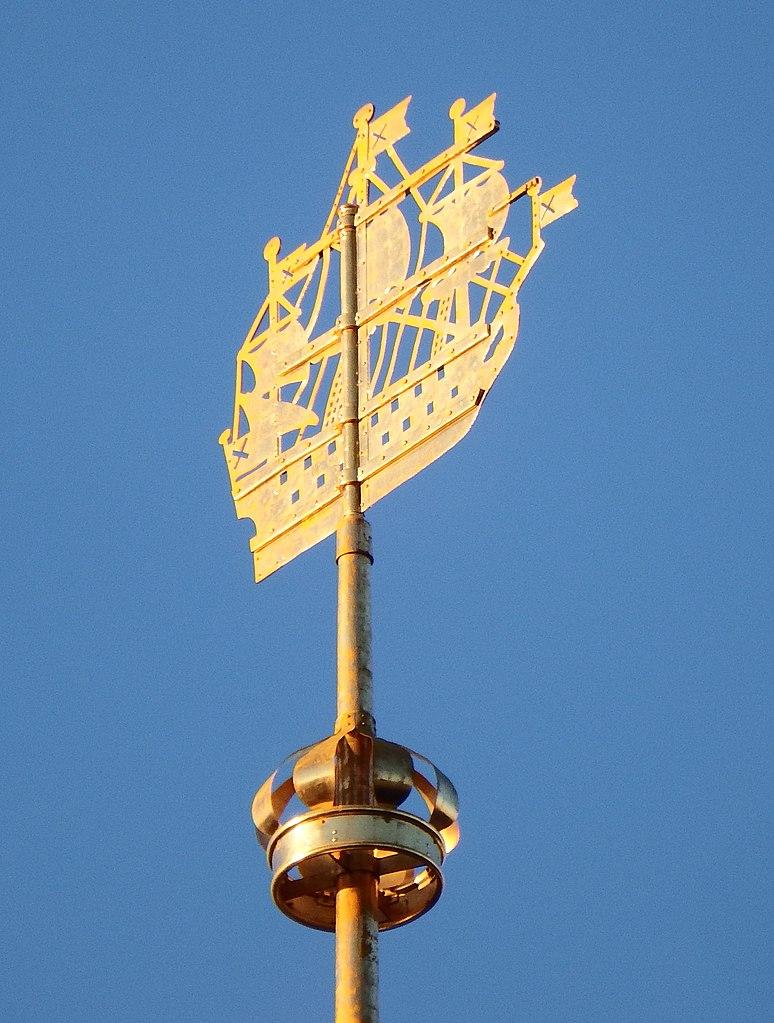 Кораблик на шпиле Адмиралтейства. Фото: Professor Caretaker (Wikimedia Commons)