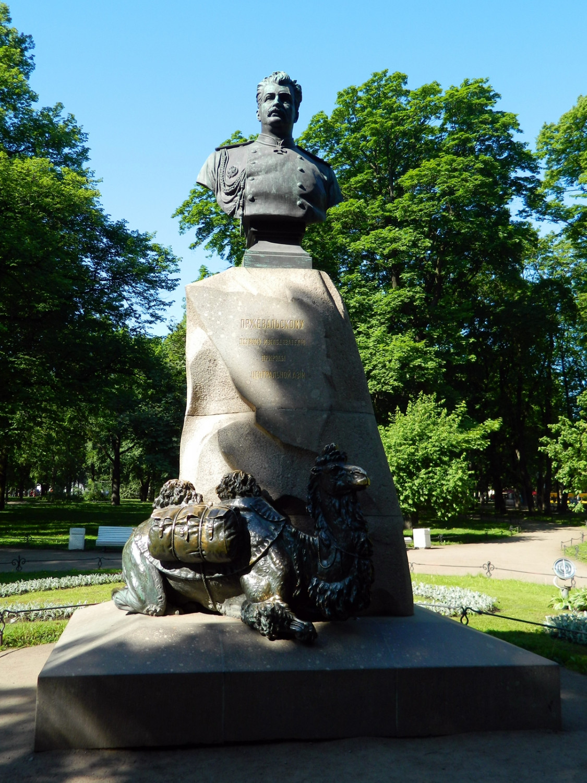 Памятник Пржевальскому. Фото: Тара-Амингу (Wikimedia Commons)