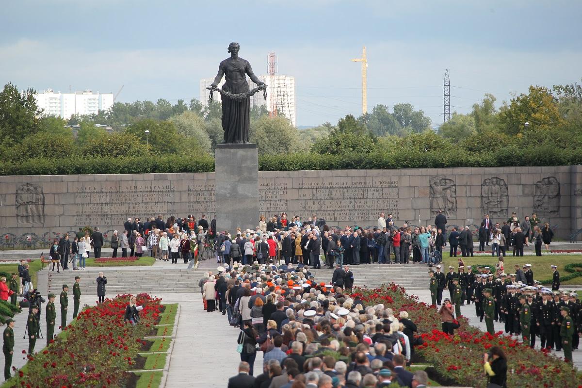 Торжественно-траурная церемония на Пискаревском мемориальном кладбище. Фото: gov.spb.ru