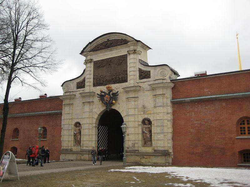 Петровские ворота в Петропавловской крепости в Санкт-Петербурге