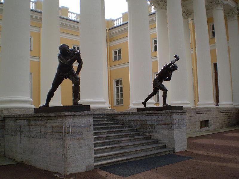 Колоннада Александровского дворца. Автор: Алексей историк,  Wikimedia Commons