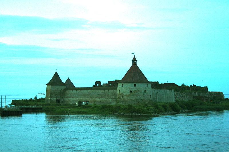 Крепость Орешек. Башни Головина и Государева. Автор: Ludushka, Wikimedia Commons