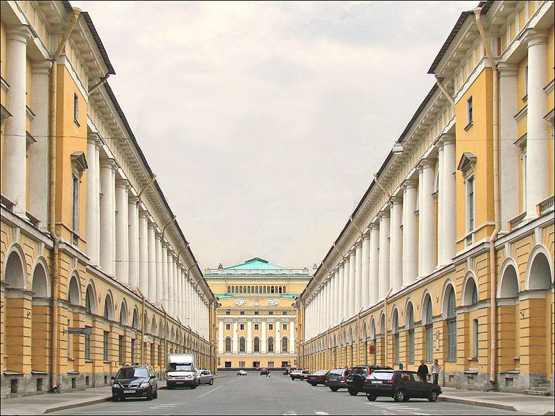 Улица Зодчего Росси, источник фото: Wikimedia Commons https://commons.wikimedia.org/wiki/File:La_rue_parfaite_(Saint-Petersbourg,_Russie)_(5232198793).jpg Автор:  Jean-Pierre Dalbéra from Paris, France