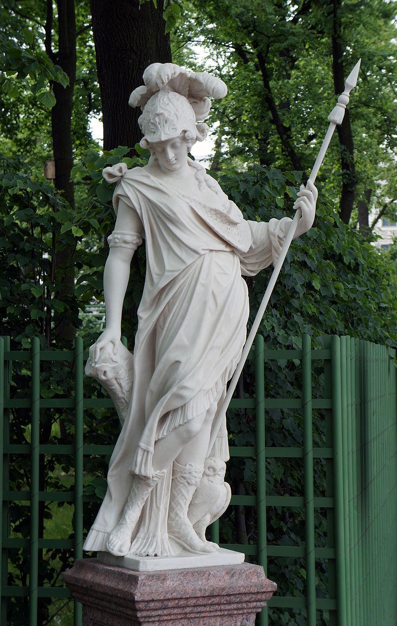 """Летний сад Статуя """"Минерва"""". После реставрации. Фото 2012 года. Автор фото: Евгений Со (Wikimedia Commons)"""