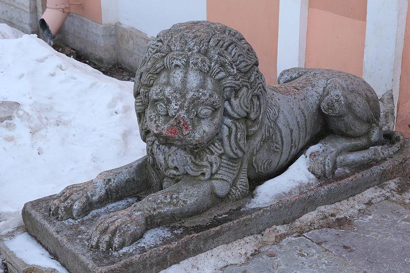 Лев возле Инженерного дома. Автор: Ludushka, Wikimedia Commons