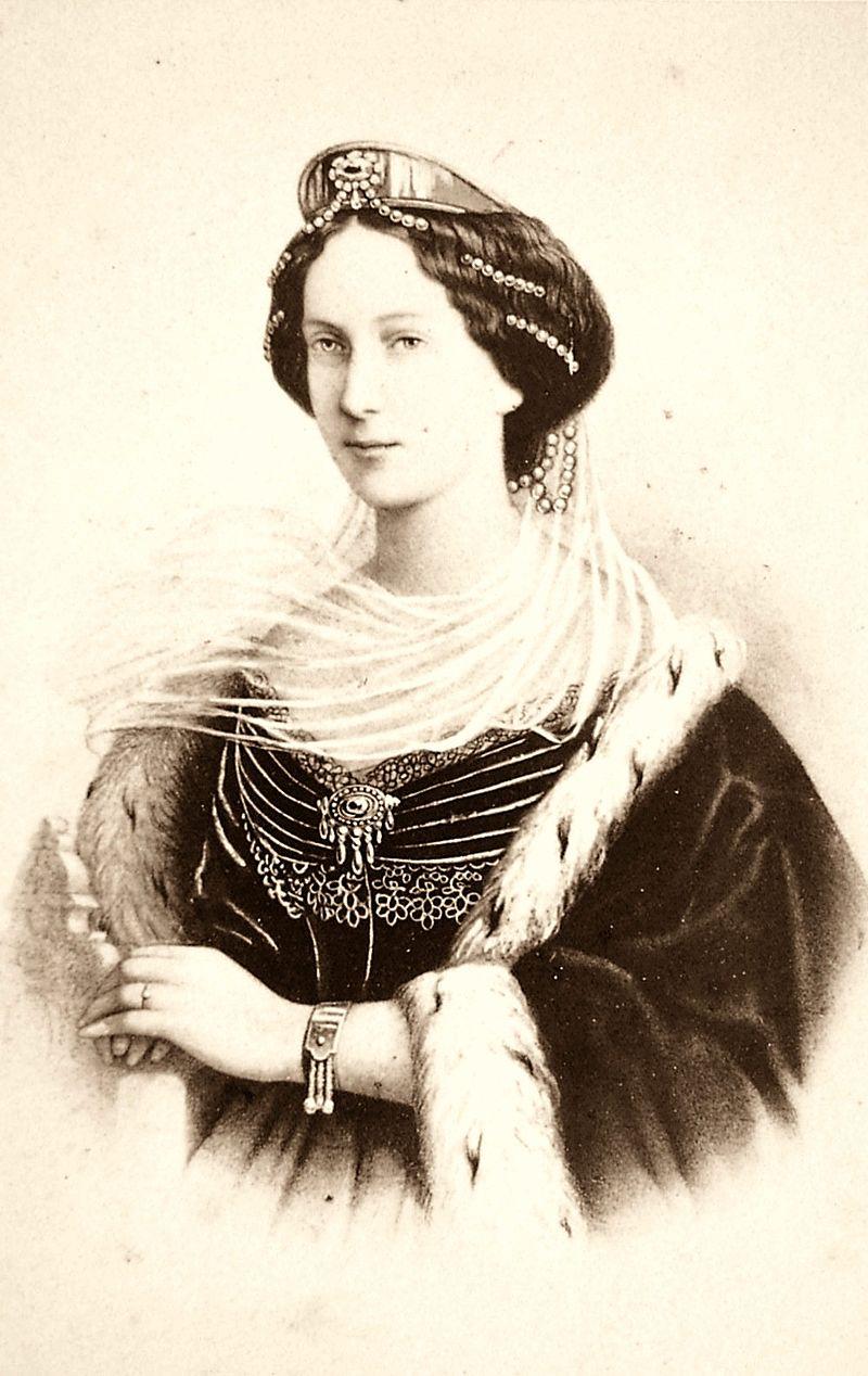 Театр был назван Мариинским в честь супруги Александра II императрицы Марии Александровны