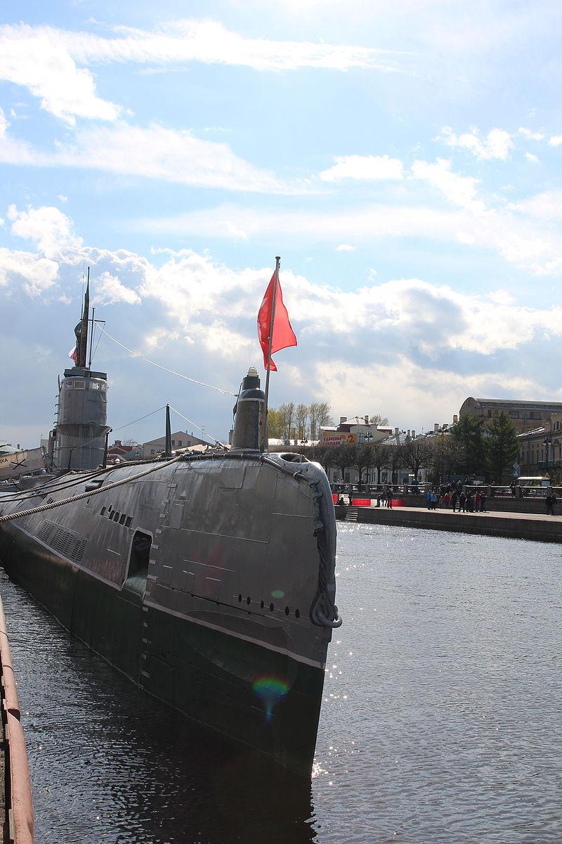 Подводная лодка С 189 возле наб. Лейтенанта Шмидта. Автор: Ludushka, Wikimedia Commons