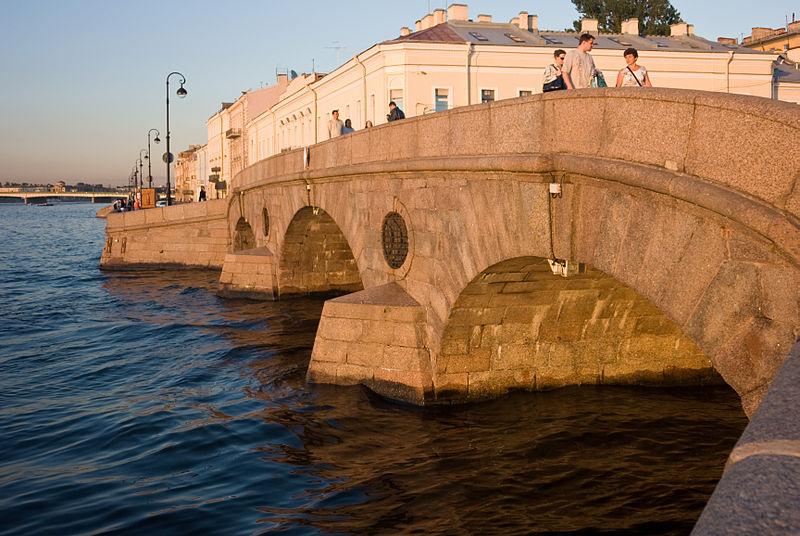 Прачечный мост (Фонтанка, втекающая в Неву). Автор: George Shuklin, Wikimedia Commons
