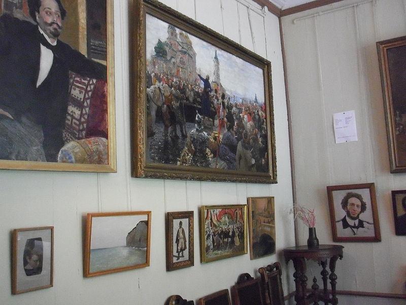 Интерьеры «Пенат» (столовая). Автор: Пётр Иванов, Wikimedia Commons