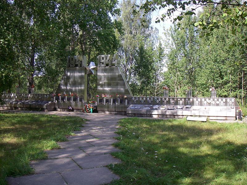 Один из мемориалов на Синявинских высотах. Автор: One half 3544, Wikimedia Commons