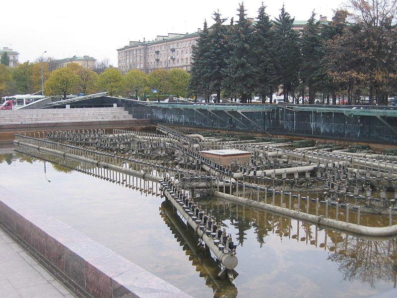 Устройство фонтанов на Московской Площади. Автор: Yanachka, Wikimedia Commons