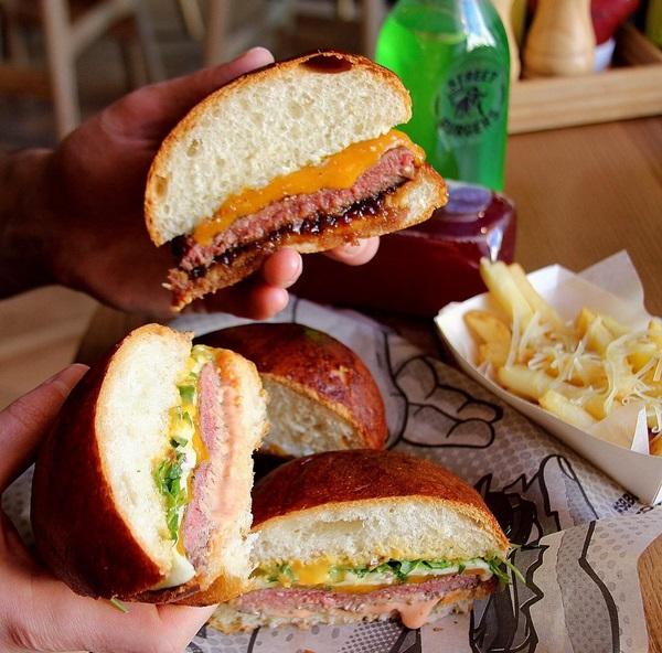 """Бургер в разрере в кафе """"Street Beef Burgers"""" с оф.инстаграма заведений. Оф.сайт сети: sbburgers.me"""