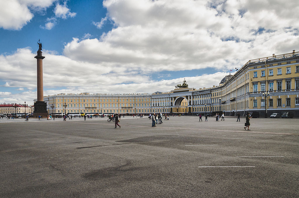 Ансамбль Дворцовой площади: Дворцовая площадь. Автор фото: Skif-Kerch (Wikimedia Commons)