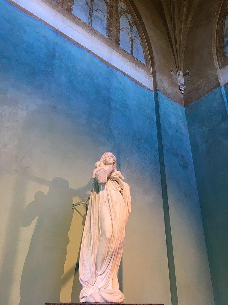 Статуя внутри павильона 'Шапель': Александровский парк, 29 сентября 2018 г. Фото: GalinaStepanova (Wikimedia Commons)