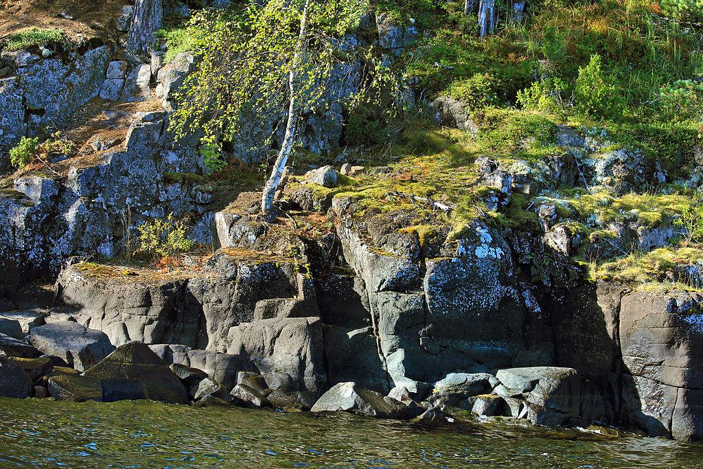 Скалы на острове Валаам. Фото: Aleksander Kaasik (Wikimedia Commons)