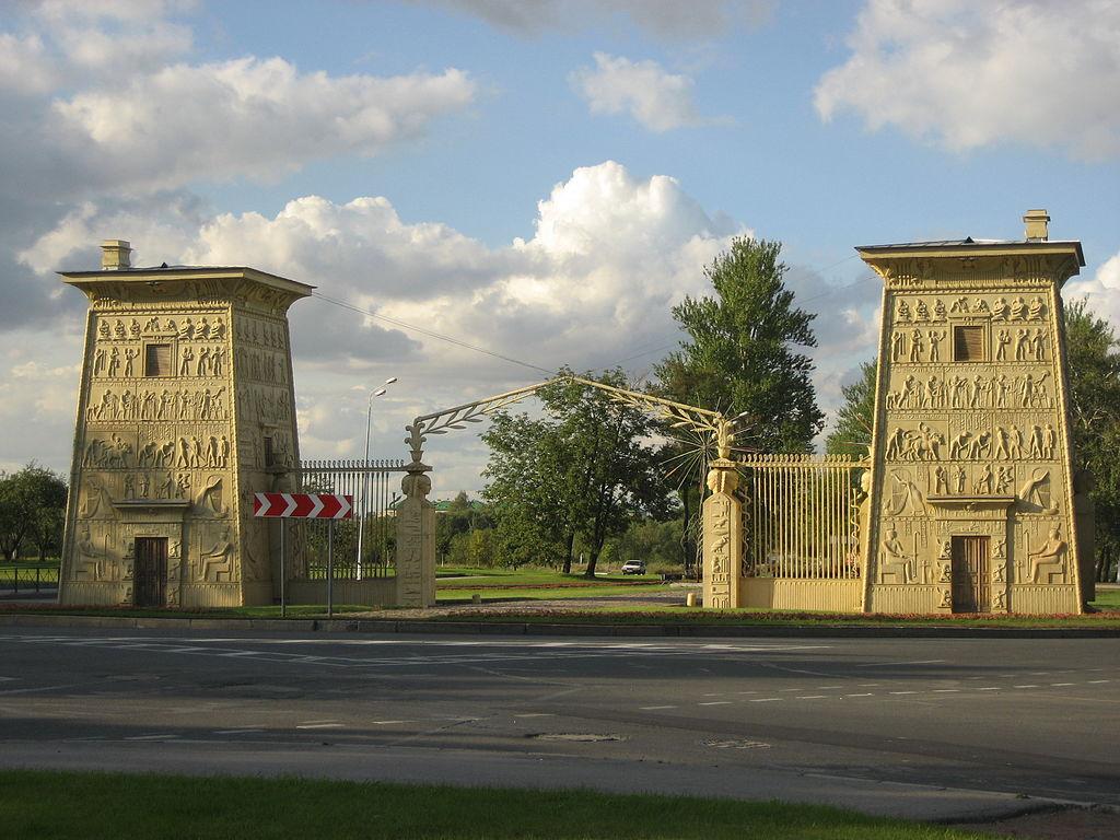 1. Египетские ворота. Фото: Антон Устинов (Wikimedia Commons)