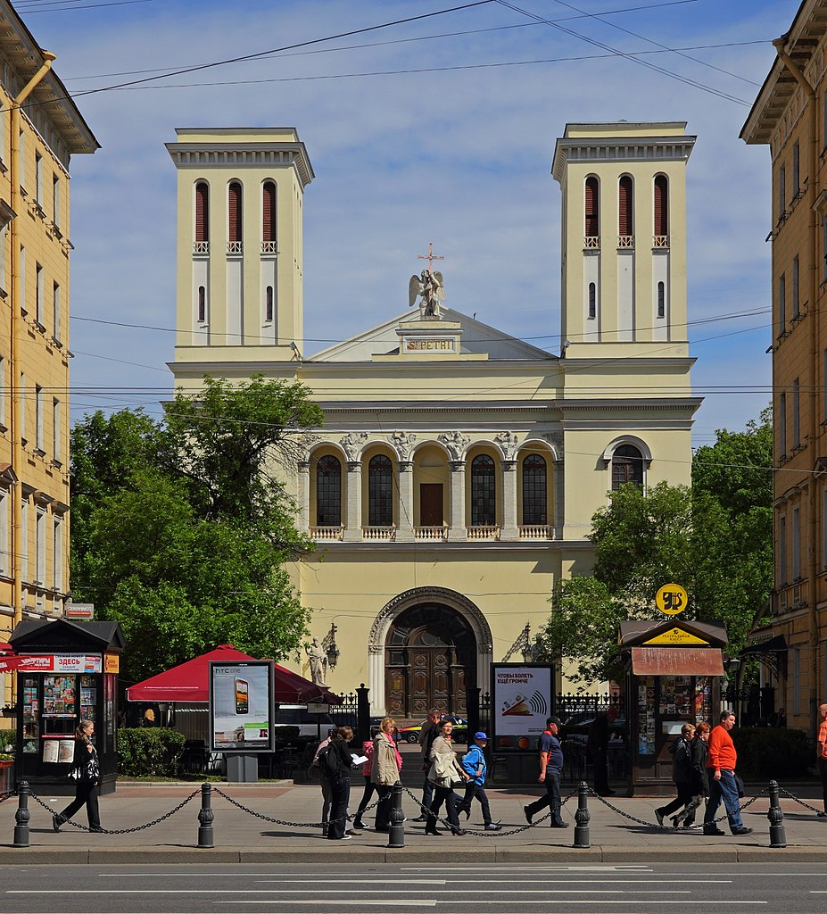 Ангел лютеранской церкви св. Петра. Автор фото: A.Savin (Wikimedia Commons · WikiPhotoSpace)