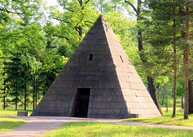 2. Пирамида в Екатерининском парке (ул. Садовая, 7). Фото: tsarselo.ru