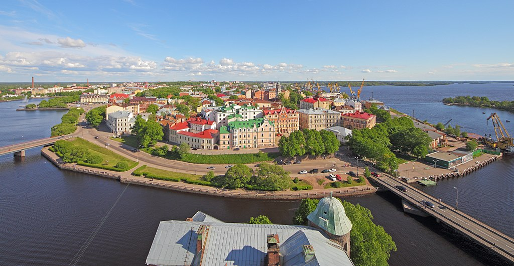 Виды с башни св. Олафа Выборгского замка. Фото: A.Savin (Wikimedia Commons · WikiPhotoSpace)